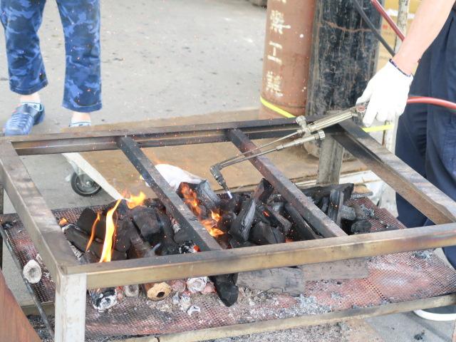 アセチレンバーナーで炭火点火